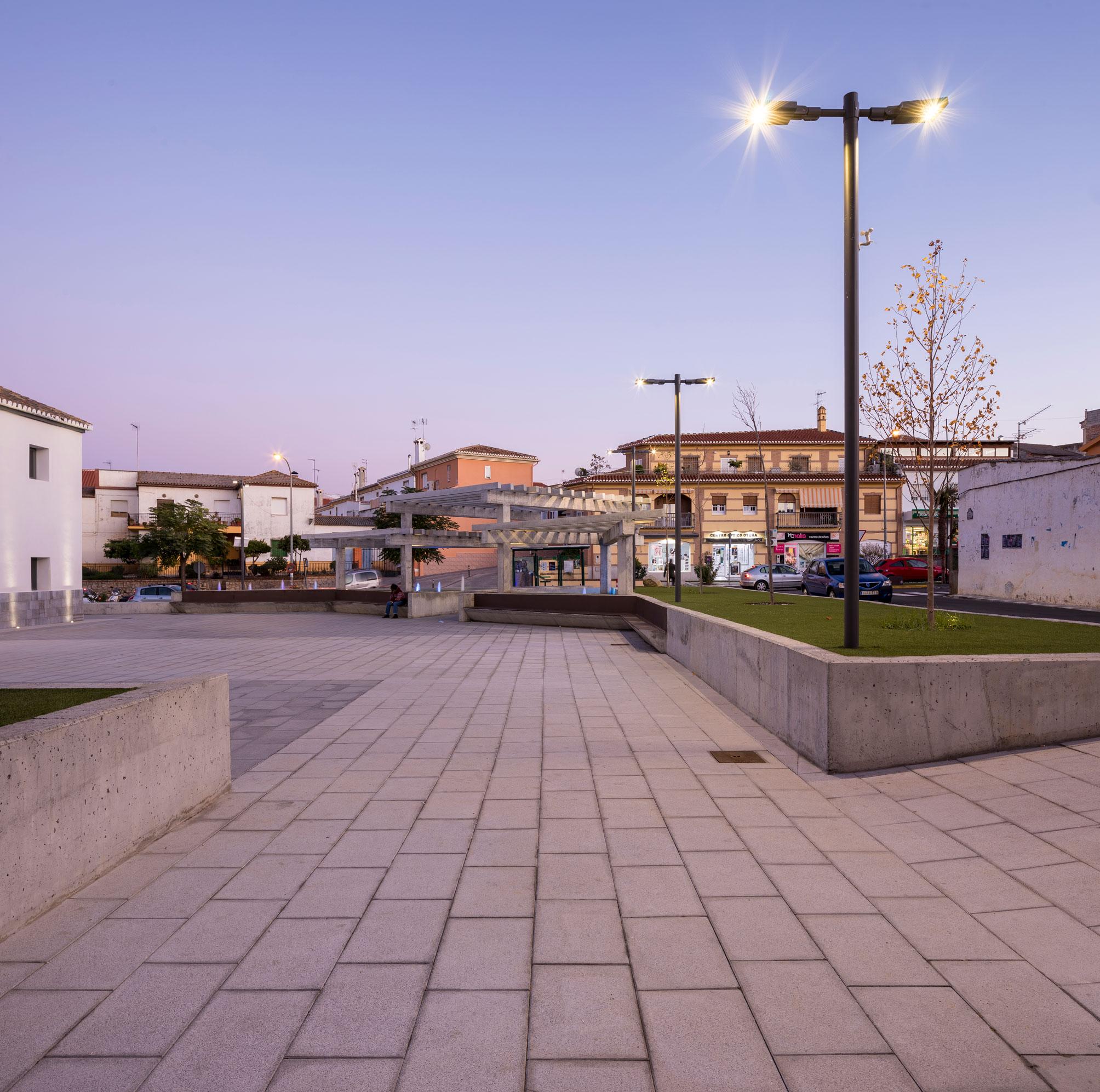 PLAZA-DEL-CALVARIO-GRANADA_PERFORMANCE-IN-LIGHTING