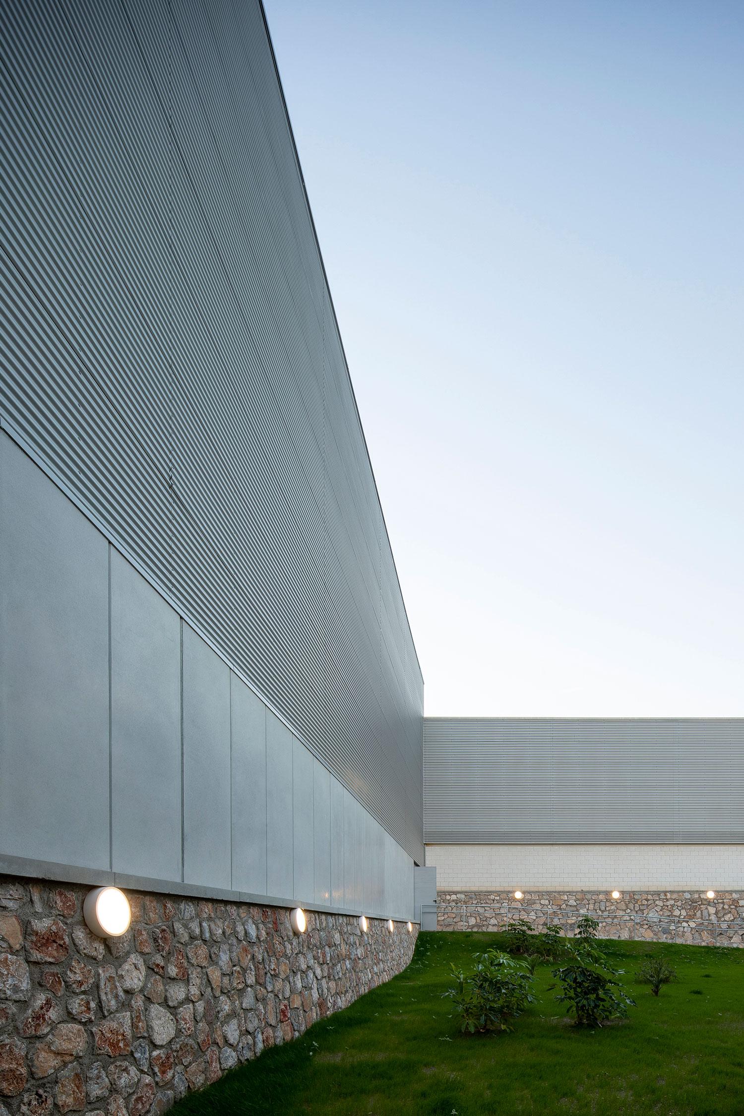Polideportivo-Motril-iluminacion-exterior