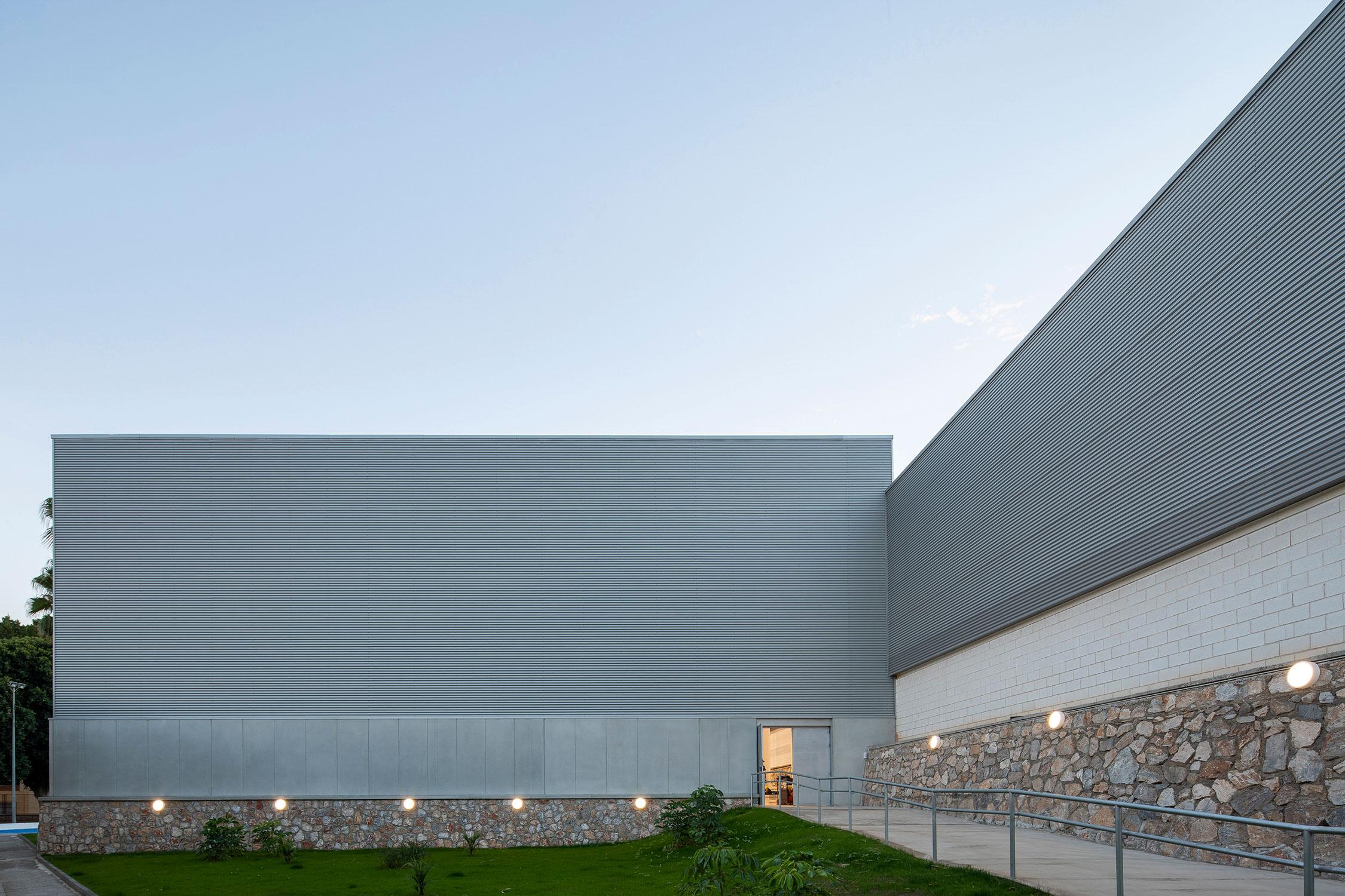 iluminacion-fachada-polideportivo-motril